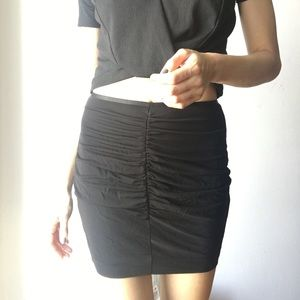 Aritzia XS Black ruched skirt